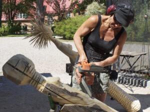 Susanne med sågen